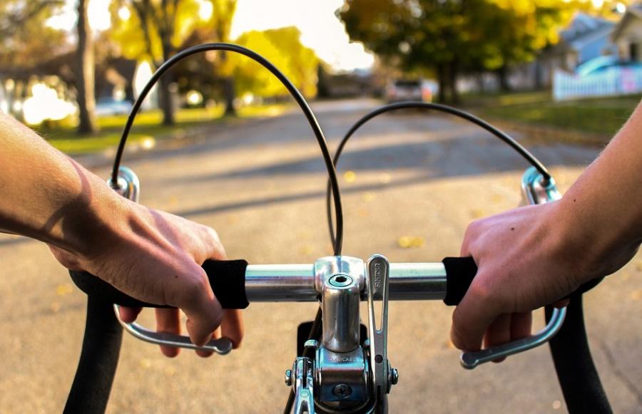 Rowerzysta potrącił pieszą w Ślesinie