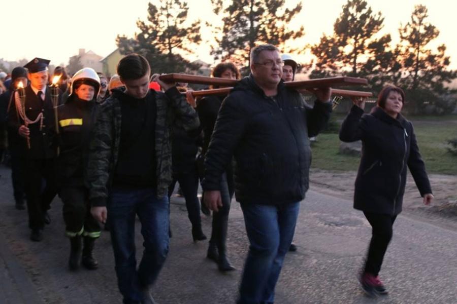 Ulicami Lichenia i Helenowa przeszła Droga Krzyżowa