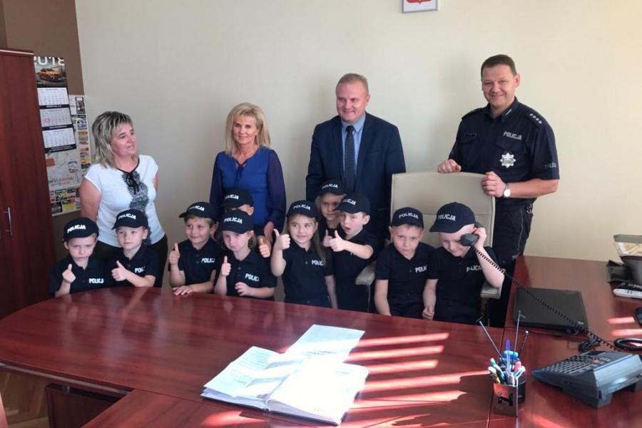 Przedszkolaki pod opieką policjantów. Komendant podpisał umowę z dyrekcją