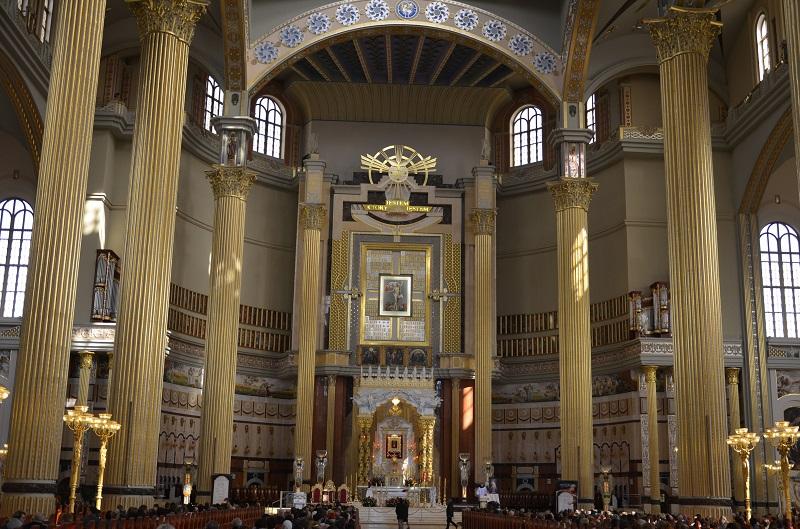 Tylko 35 procent katolików uczestniczy w niedzielnej eucharystii