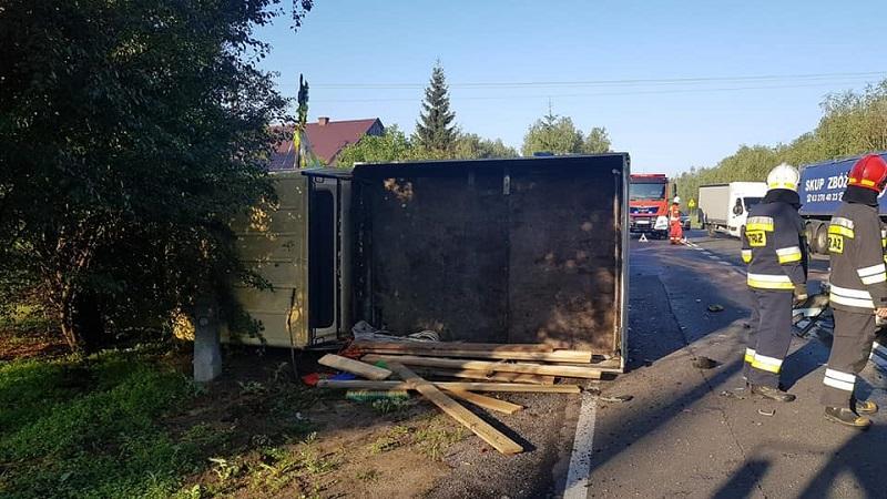 Bus zderzył się z samochodem osobowym w Leśnictwie