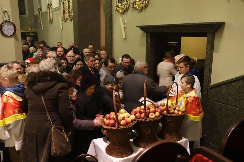 Wychodząc ze świątyni, mogli zabrać do domu jabłka